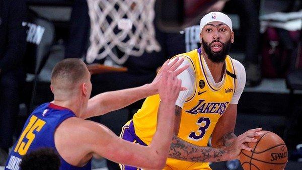 NBA: los Lakers dieron un golpe de autoridad y se pusieron en ventaja en la serie ante Denver