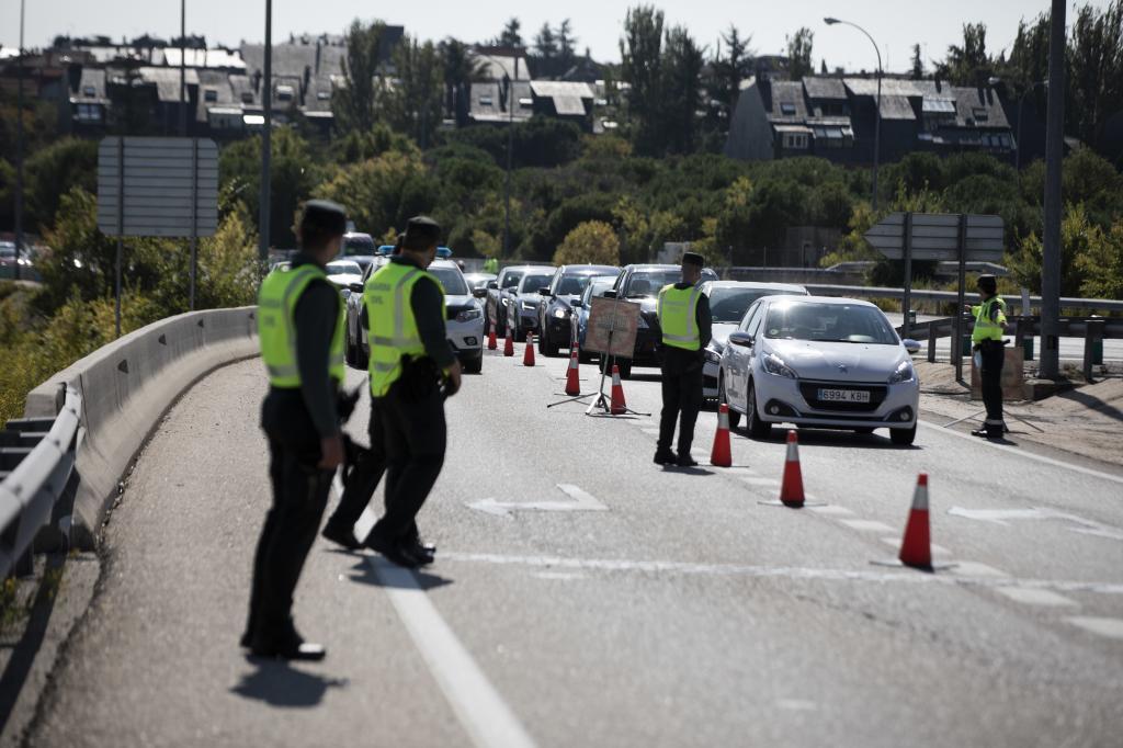Un juzgado investiga a dos mandos de la Guardia Civil por «romper» la cuarentena de una treintena de agentes
